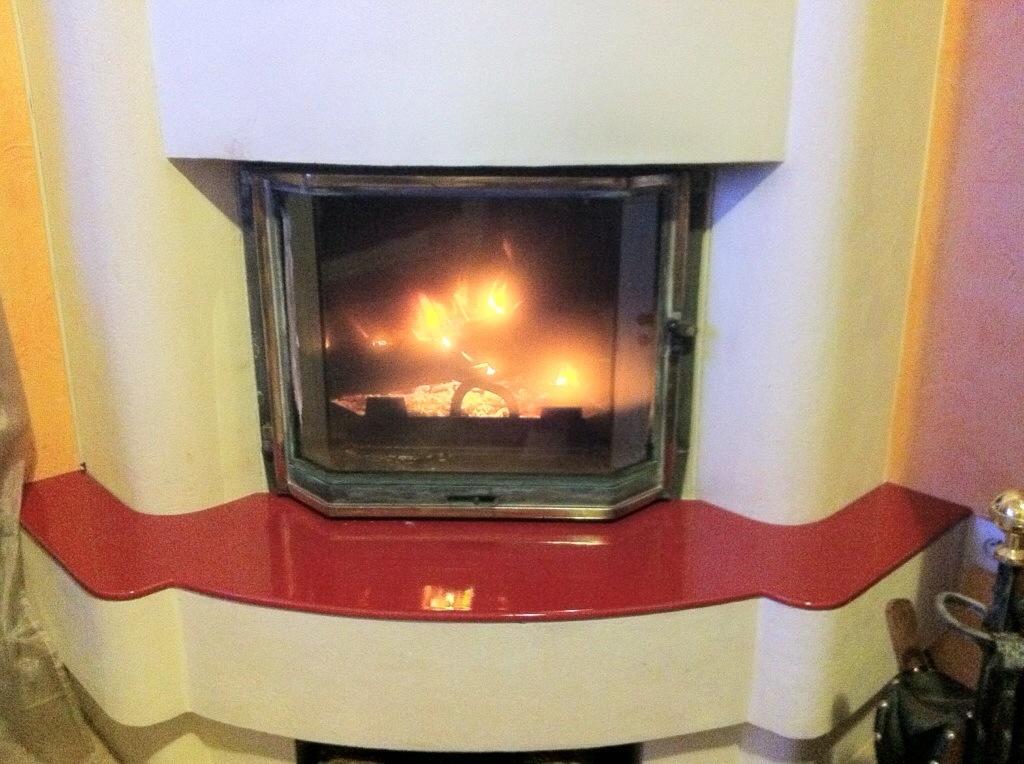 Parement de cheminée en pierre de lave émaillée couleur rouge ...