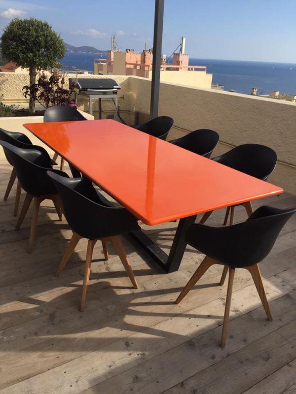 table rectangulaire en pierre de lave maill e couleur orange tango en terrasse toulon. Black Bedroom Furniture Sets. Home Design Ideas