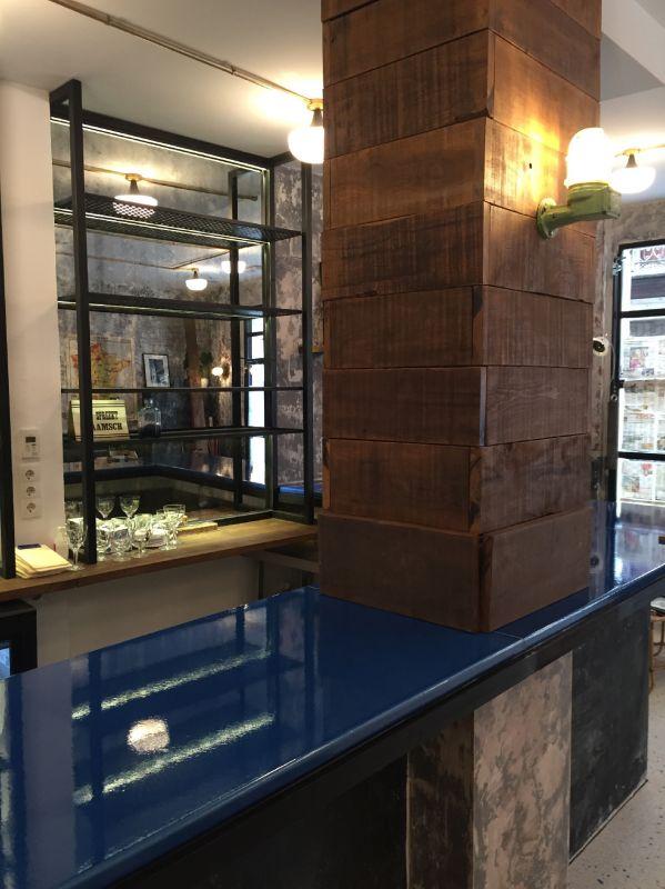 comptoir de bar en pierre de lave maill e madrid en espagne pierre richard. Black Bedroom Furniture Sets. Home Design Ideas