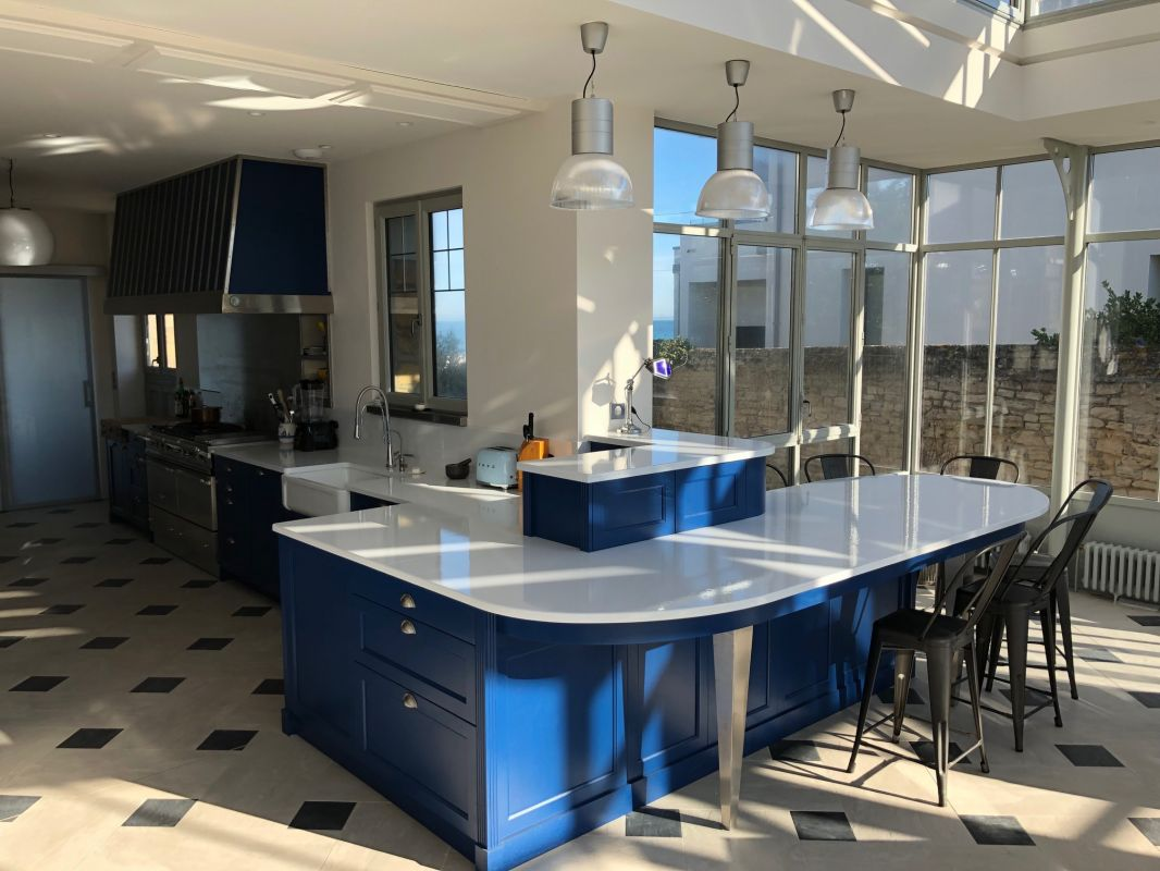 cuisines contemporaines en pierre de lave maill e toulon lavastone. Black Bedroom Furniture Sets. Home Design Ideas