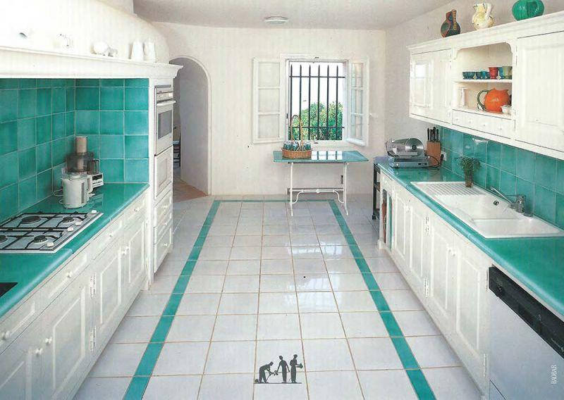 Carreaux cr dences et remont es en pierre de lave maill e en cuisine pi - Carreaux adhesifs cuisine ...