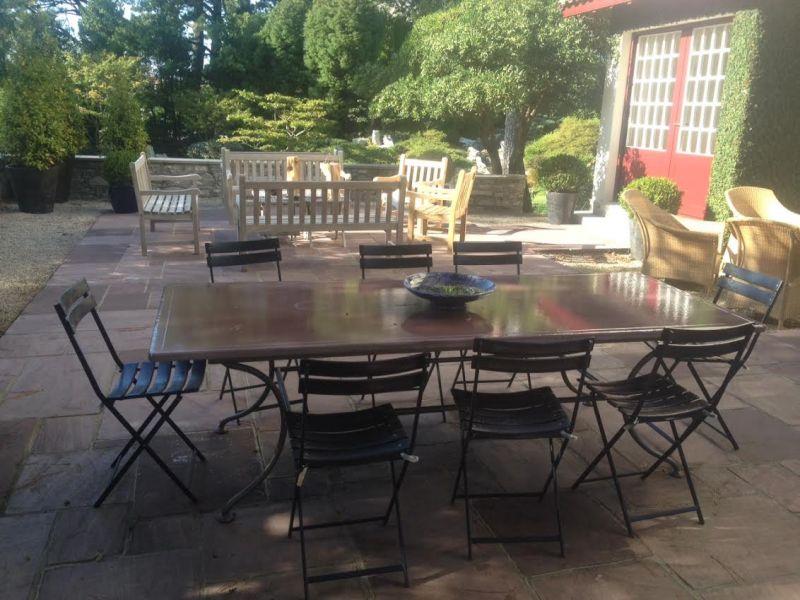 table en pierre de lave maille avec liser couleur fume rose biarritz - Table En Pierre Exterieur